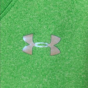 Under Armour Tops - Under Armour Heatgear Semi Fitted Vneck Tee S